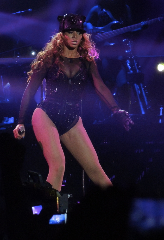 Beyonce-Givenchy-Haute-Couture-Mrs-Carter-Show-World-Tour-2