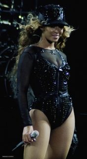 Beyonce-Givenchy-Haute-Couture-Mrs-Carter-Show-World-Tour