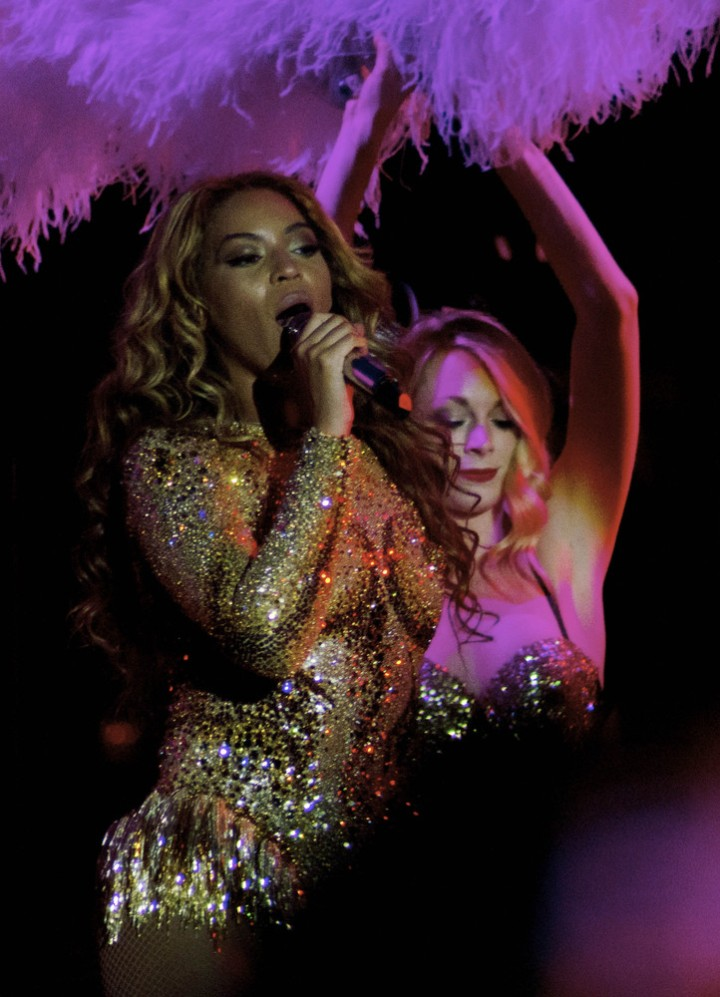Beyonce-Julien-MacDonald-Mrs-Carter-Show-World-Tour-3