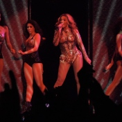 Beyonce-Julien-MacDonald-Mrs-Carter-Show-World-Tour-4