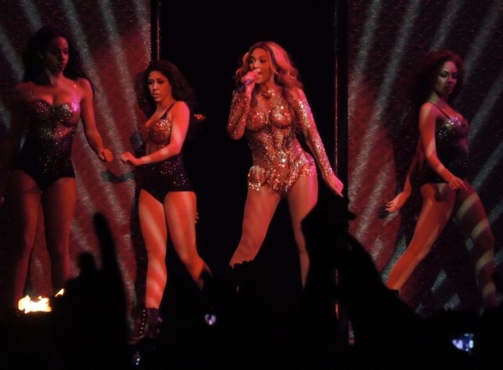 Beyonce-Julien-MacDonald-Mrs-Carter-Show-World-Tour-4