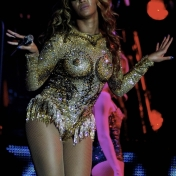 Beyonce-Julien-MacDonald-Mrs-Carter-Show-World-Tour