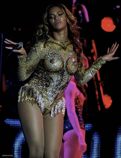 Beyonce-Julien-MacDonald-Mrs-Carter-Show-World-Tour