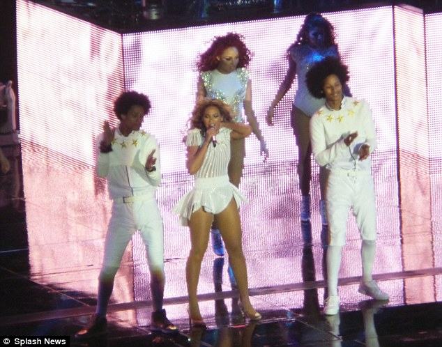 Beyonce-Mrs-Carter-Show-World-Tour-Ralph-and-Russo-1