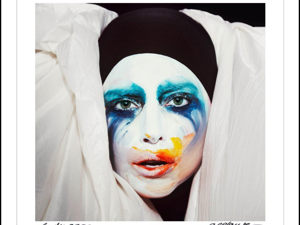 "Lady Gaga premieres new single, ""Applause"""