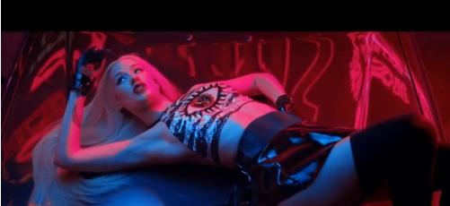"""Iggy Azalea premieres new video, """"Change Your Life."""""""