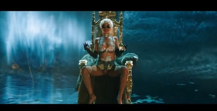 Rihanna New Video, Pour It Up